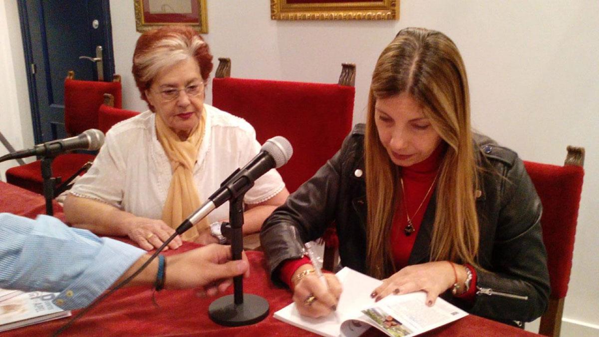 Autógrafos-en-Evento-de-presentación-en-Liceo-de-Málaga